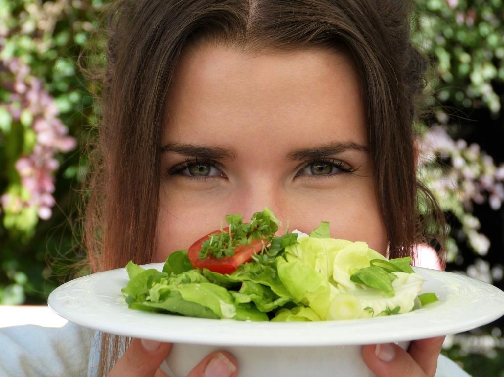 ensalada fresca para ayudar al organismo